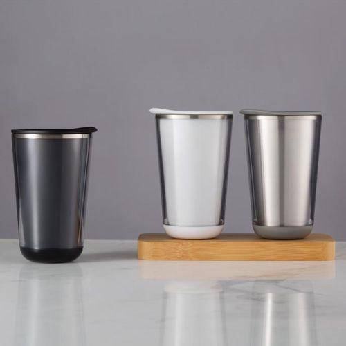 Tassen und Becher